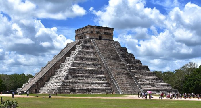 image of the Temple of Kukulcán pyramid at Chichen Itza in Mexico https://unsplash.com/photos/JELUPXqdKDw