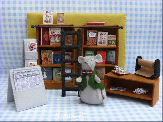 Felt bookstore with mouse