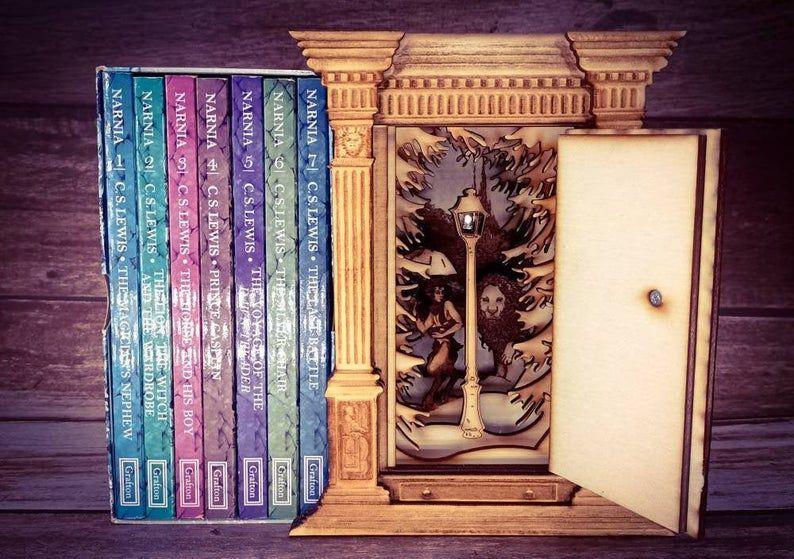 Narnia wardrobe book nook