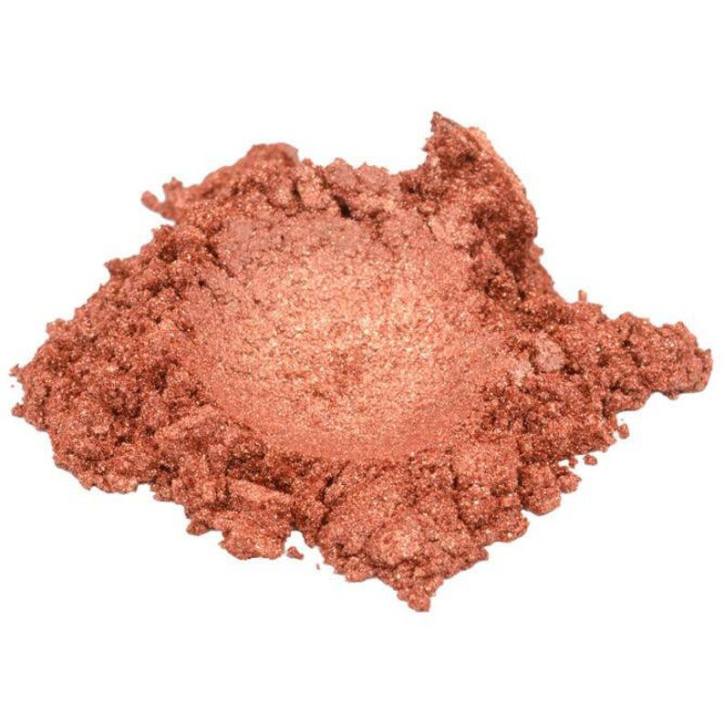 Loose eyeshadow in a coppery red color