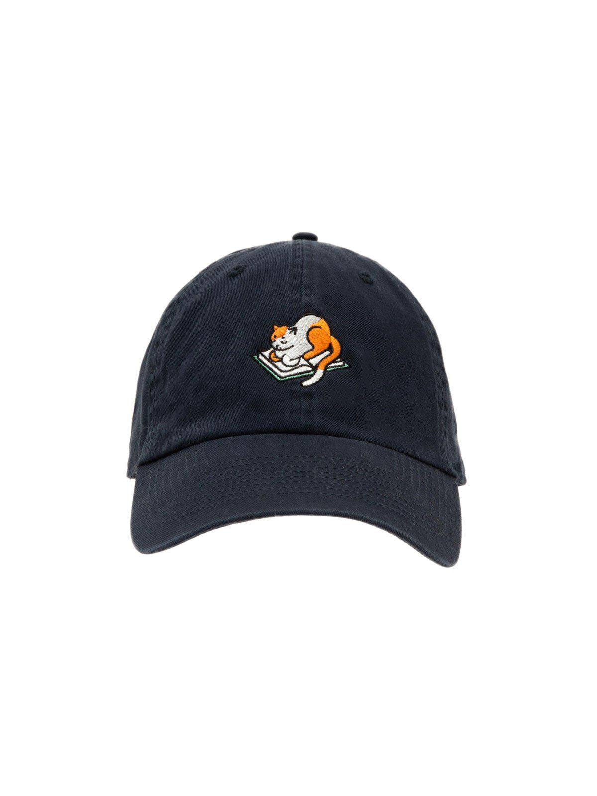 Baseball cap embroidered with a cat sitting on a book