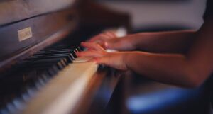 image of a child's hands playing the piano https://unsplash.com/photos/tq7RtEvezSY