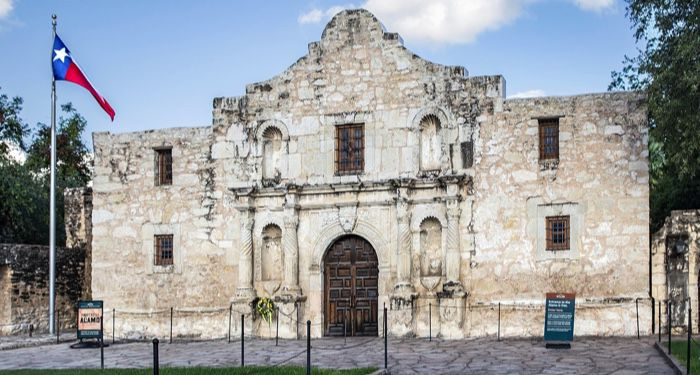 image of the Alamo mission in San Antonio, TX| https://commons.wikimedia.org/wiki/File:Alamo_(1_of_1).jpg | Renelibrary, CC BY-SA 4.0 , via Wikimedia Commons