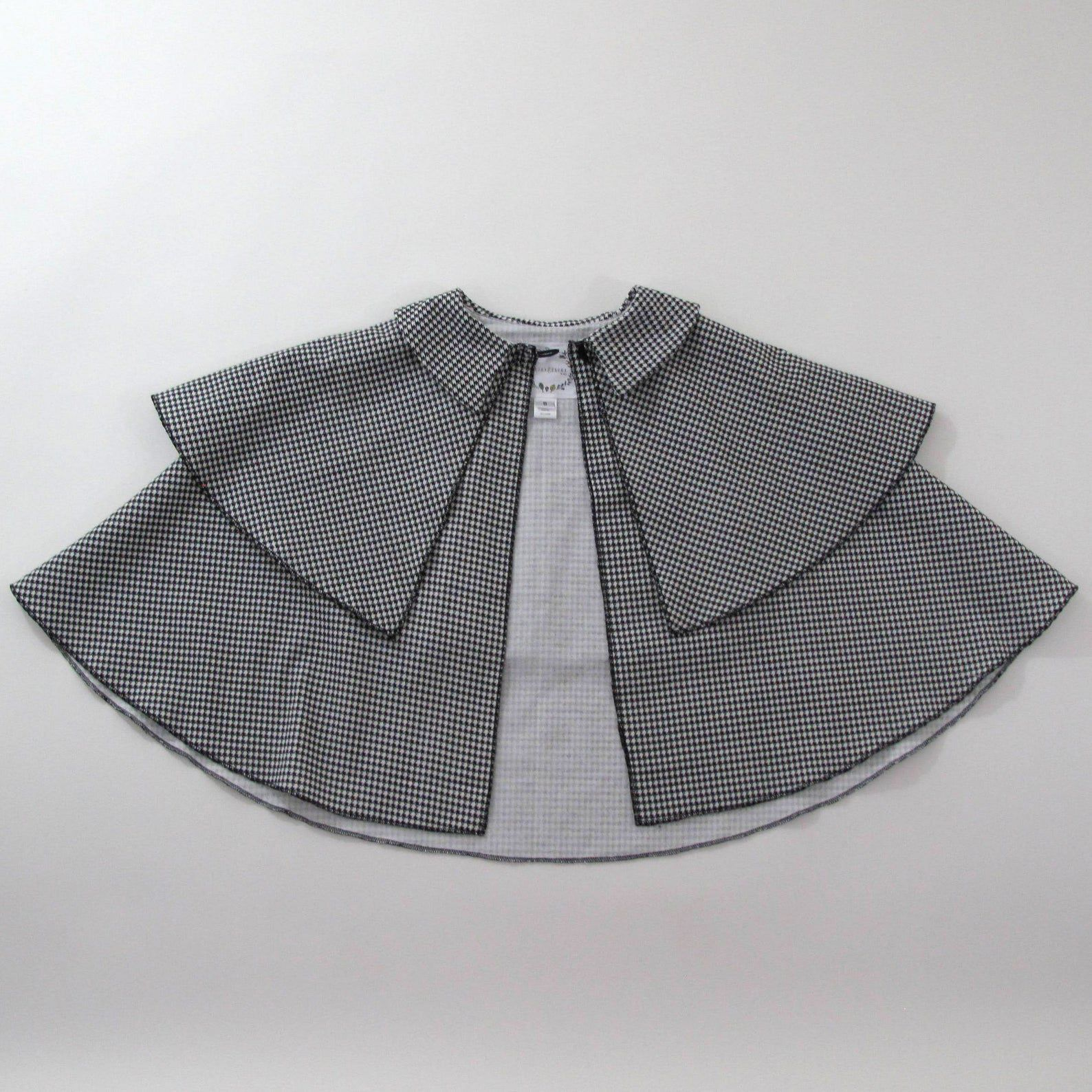 Image of a houndstooth cape.