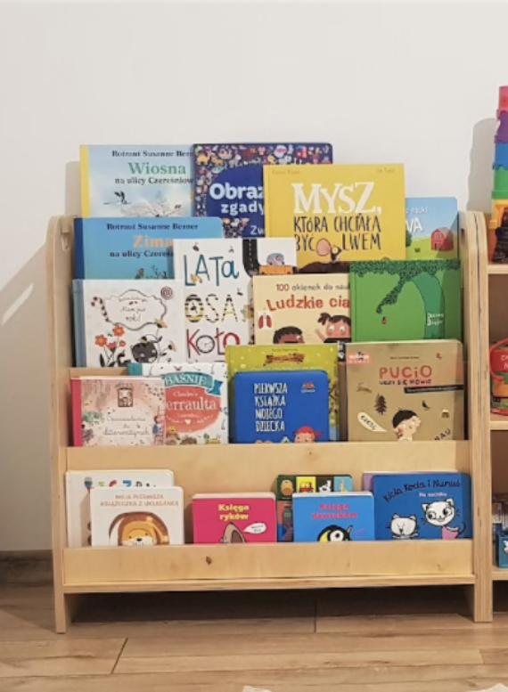 kid's reading nooks bookshelf image
