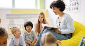 teacher reading to kids