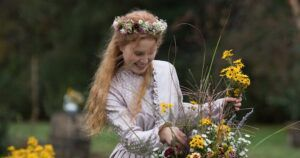 Image of Beth March from Little Women: 2019 film